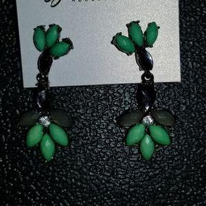 Women earrings tarnish green